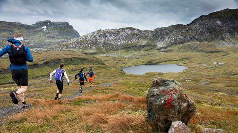 Salget av terrengsko rettet mot løping i ulendt terreng har vokst kraftig de siste årene og det er de mindre aktørene som dominerer i butikkene. Her fra løping i fjellene rundt Bjørndalen mellom Bergen og Voss.