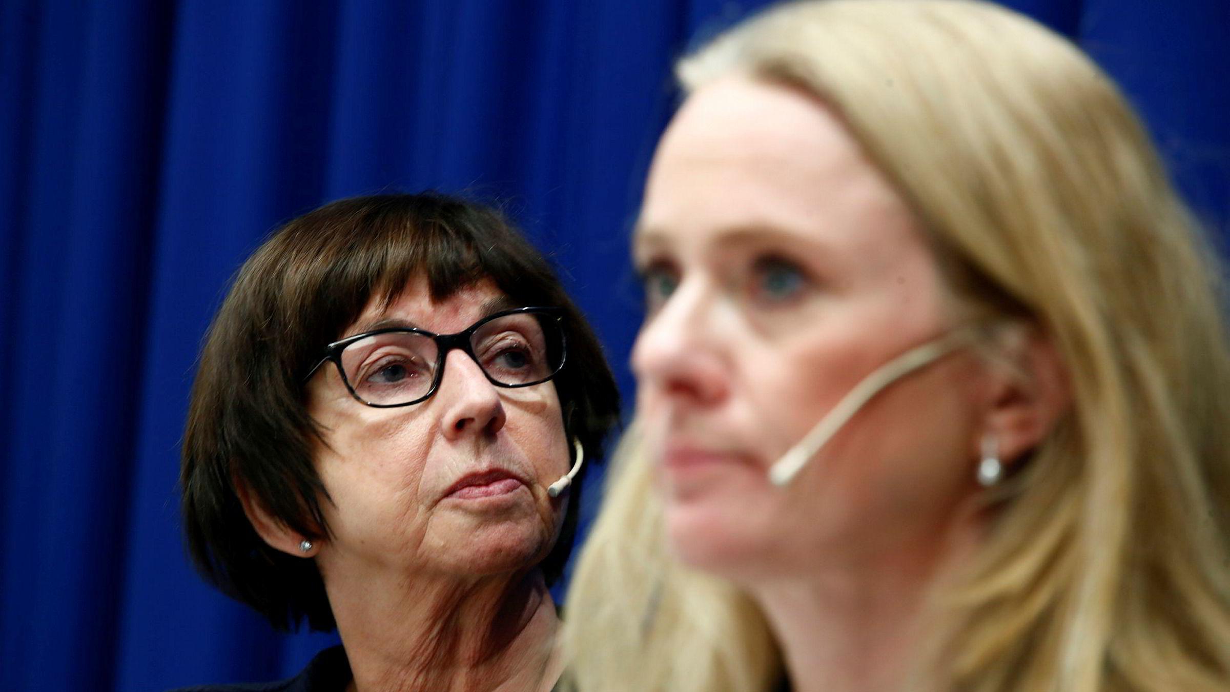 Arbeids og sosialminister Anniken Hauglie og NAV-direktør Sigrun Vågeng holder pressekonferanse om retten til å ta med seg trygd til andre EØS-land har vært praktisert feil sammen med riksadvokat Tor-Aksel Busch.