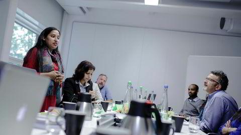 Tanjina Islam fra Bangladesh og Ihsan Katrji fra Syria. Høyt kvalifiserte innvandrere får ikke jobb. Her på kurs hos Bærums Næringsråd.