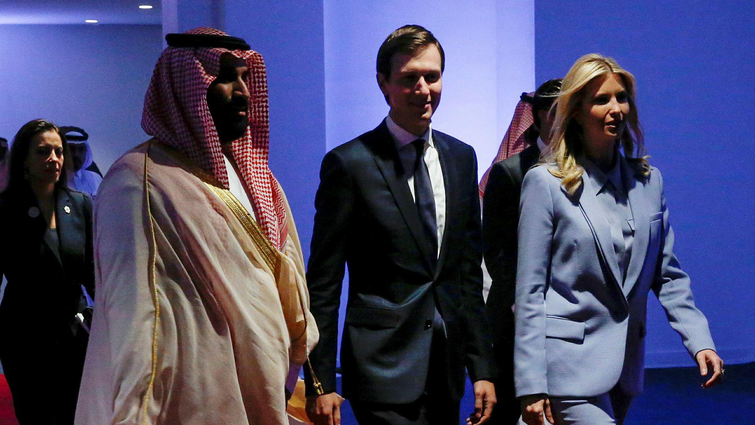 Jared Kushner og Saudi-Arabias Mohammed bin Salman har lenge hatt et tett forhold, og de møtes snart igjen. Her med konen og presidentdatteren Ivanka Trump i Riyadh for et par år siden.