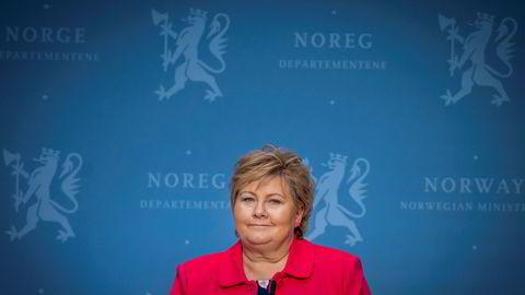Statsminister Erna Solberg (H) har stilt seg kritisk til at USA vil trekke seg ut av Verdens helseorganisasjon.