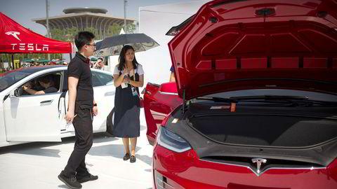 Elbilprodusent Tesla skal starte opp ny storfabrikk i Kina. Fabrikken vil produsere 500.000 nye biler i året.