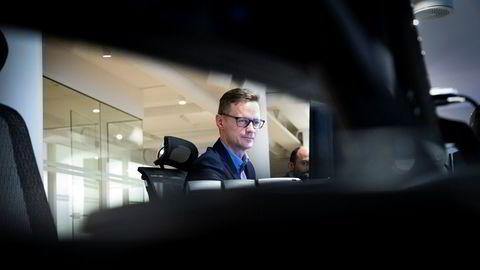 Sjeføkonom Bjørn-Roger Wilhelmsen i Nordkinn Asset Management tror at med økt usikkerhet i markedene og kanskje noe børsfall, samtidig som oljeprisen er under press, så vil kronen svekke seg igjen, sier Wilhelmsen.