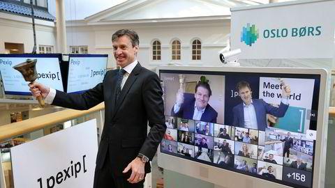 Børsdirektør Øivind Amundsen ringte i bjellen da Pexip Holding torsdag ble notert på Oslo Børs, under en digital bjelleseremoni 14. mai.