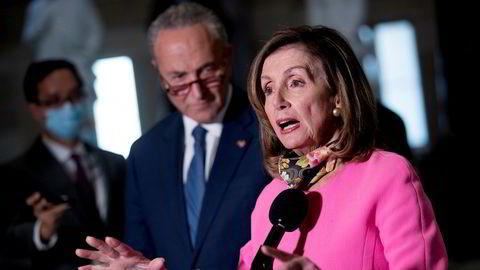 Lederen for Representantenes hus, Nancy Pelosi, og Demokratenes leder i Senatet, Chuck Schumer, beklager at det ennå ikke har vært mulig å bli enig med Republikanerne om en ny krisepakke