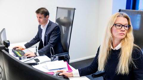 Sjeføkonom Kari Due-Andresen i Handelsbanken tror Norges Bank er klar til å gjøre det som trengs. Her sammen med seniorstrateg Nils Kristian Knudsen.