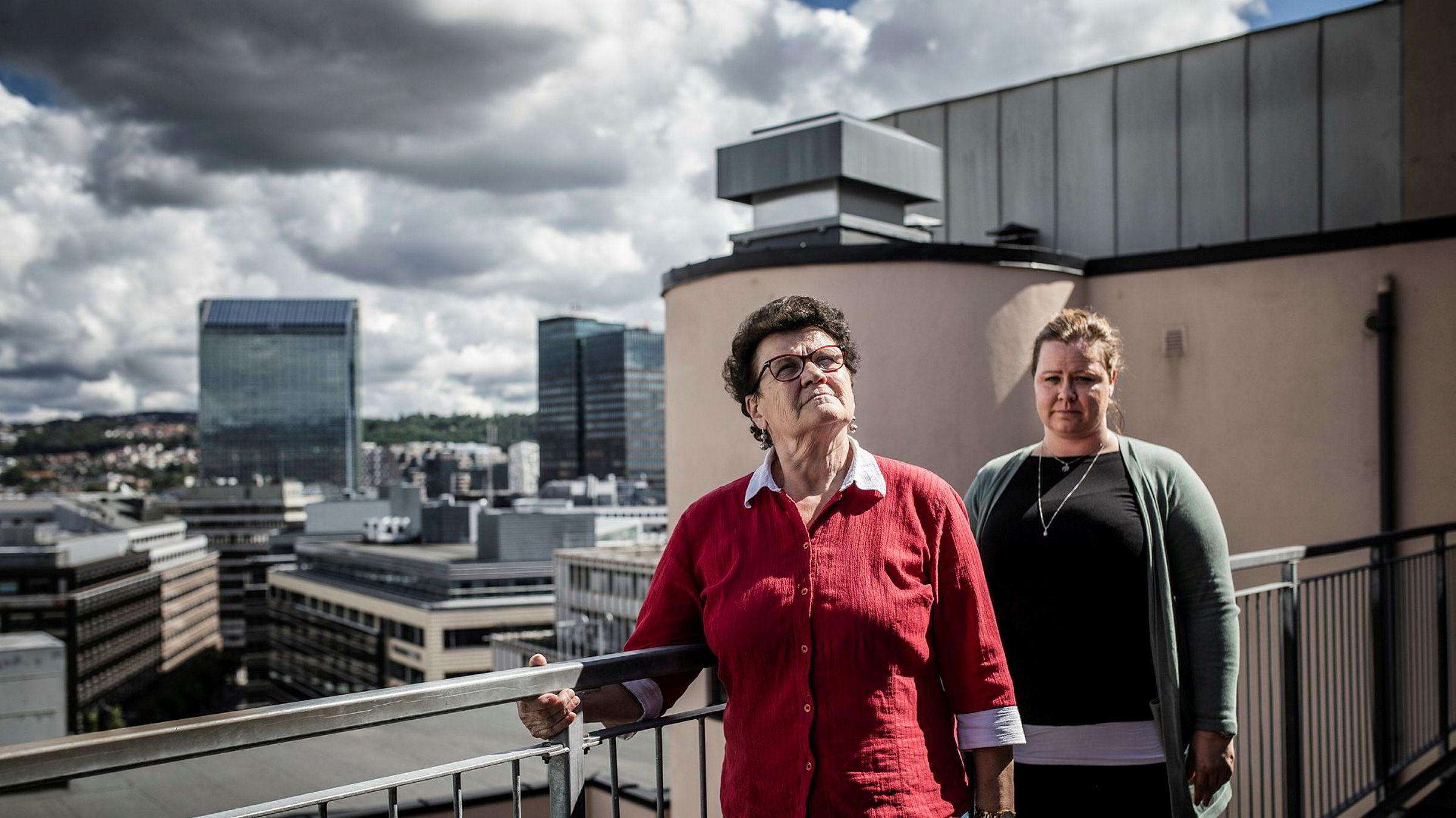 Helena Bozicevic (f.v.), hovedtillitsvalgt hos Scandic Helsfyr, og Merethe Solberg, leder for avdelingen hotell og restaurant i Fellesforbundet, er kritiske til at Scandic har varslet nedbemanning av 1000 årsverk.