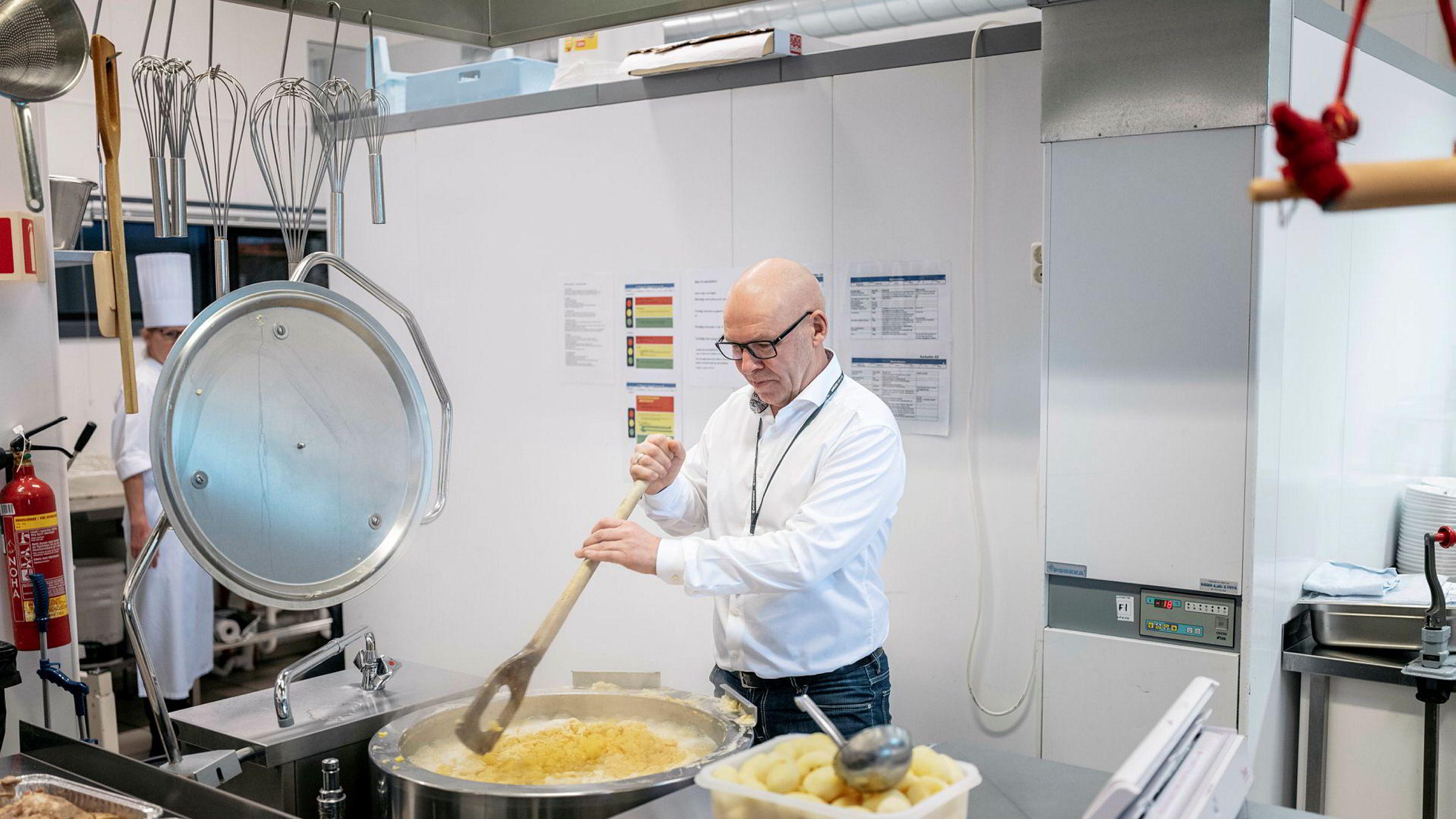 Lille julaften ble det feiret med pinnekjøtt hos Inge Brigt Aarbakke. Nå nærmer omsetningen seg en milliard kroner, mer enn doblet siden for to år siden.