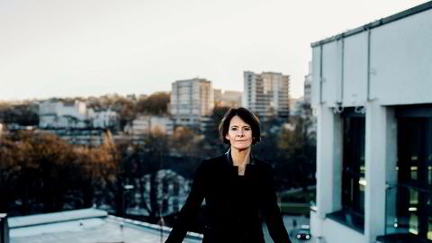 Investeringsdirektør i Skagenfondene Alexandra Morris utenfor kontoret i Stavanger sentrum.