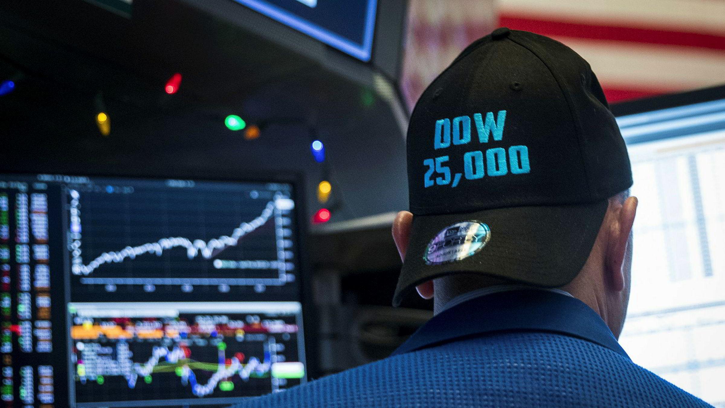 USAs økonomi går på skinner og Dow Jones-indeksne passerte for første gang i historien 25.000 poeng forrige uke. Det kan bidra til å sikre fortsatt støtte til Donald Trump.