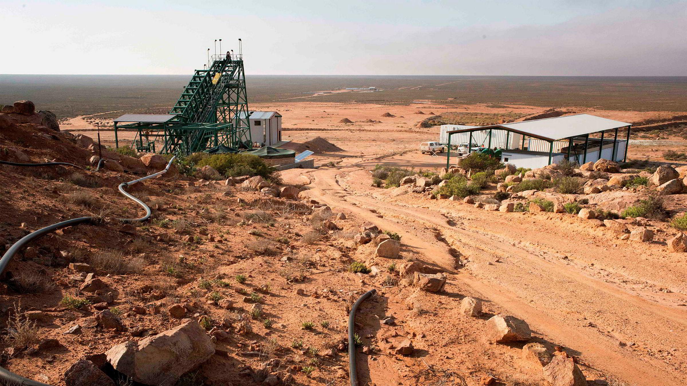 Geologiske ressurser er per definisjon ikke-fornybare og de er også begrensede, skriver artikkelforfatterne. Her fra Steenkampskraal-gruven i Sør-Afrika, som har et stort antall sjeldne mineraler.