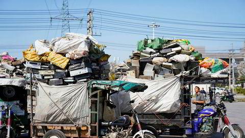 Årlig blir rundt 500 millioner tonn elektroniske produkter kastet. Her fra en statlig sponset resirkuleringspark i Guiyu i Kina.
