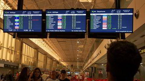 De reisende som har sittet fast på Kanariøyene er på vei hjem. Her fra flyplassen på Tenerife.