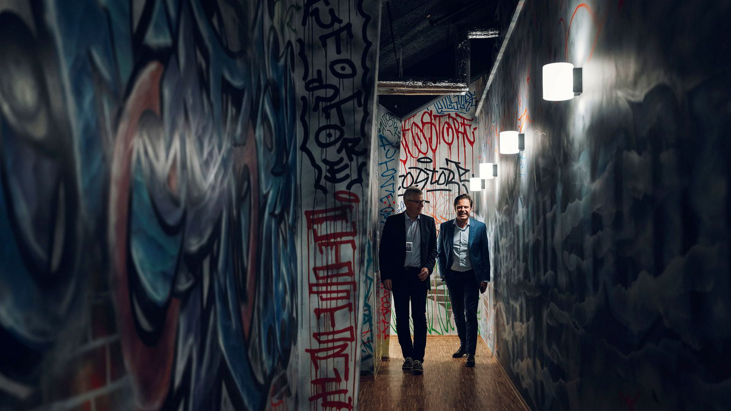 Robotselskapet Autostore tjener penger som aldri før. Nå kan Oslo Børs bli neste stopp for selskapet som ledes av Karl Johan Lier (til venstre) og Bent Skisaker.