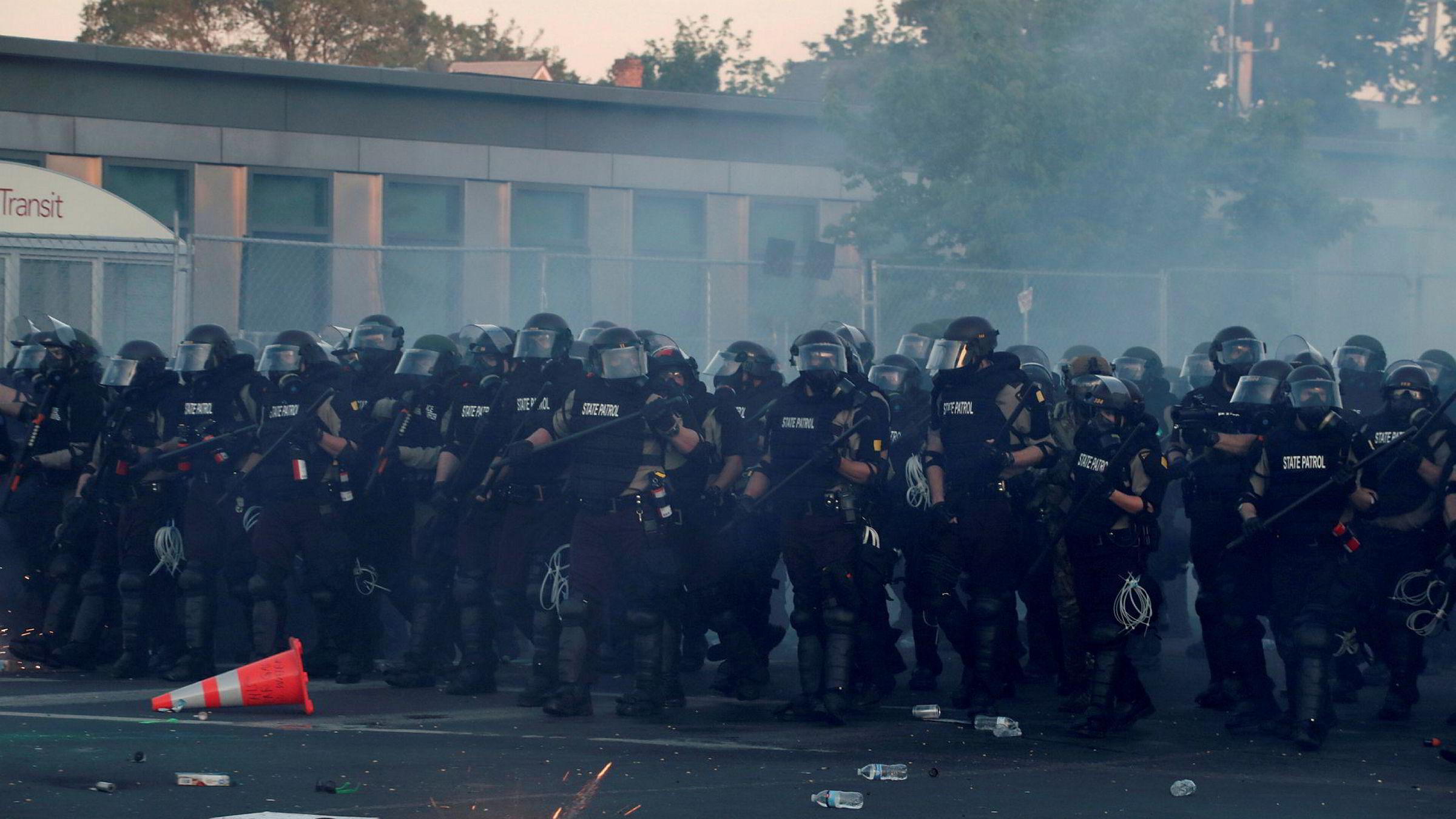Det har vært voldsomme sammenstøt mellom politiet og demonstranter i flere amerikanske storbyer de siste dagene. Dette ble tatt i Minneapolis lørdag, byen der George Floyd døde etter å ha blitt pågrepet av politiet.