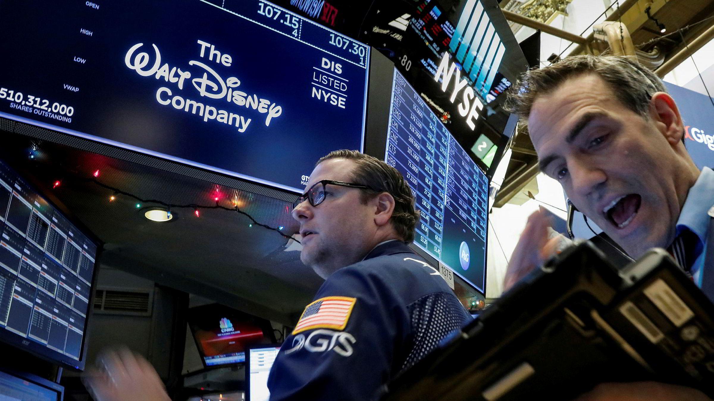 Walt Disney Company er opp magre 0,23 prosent etter at gigantkjøpet ble kjent. Twentieth Century Fox er opp 3,12 prosent.