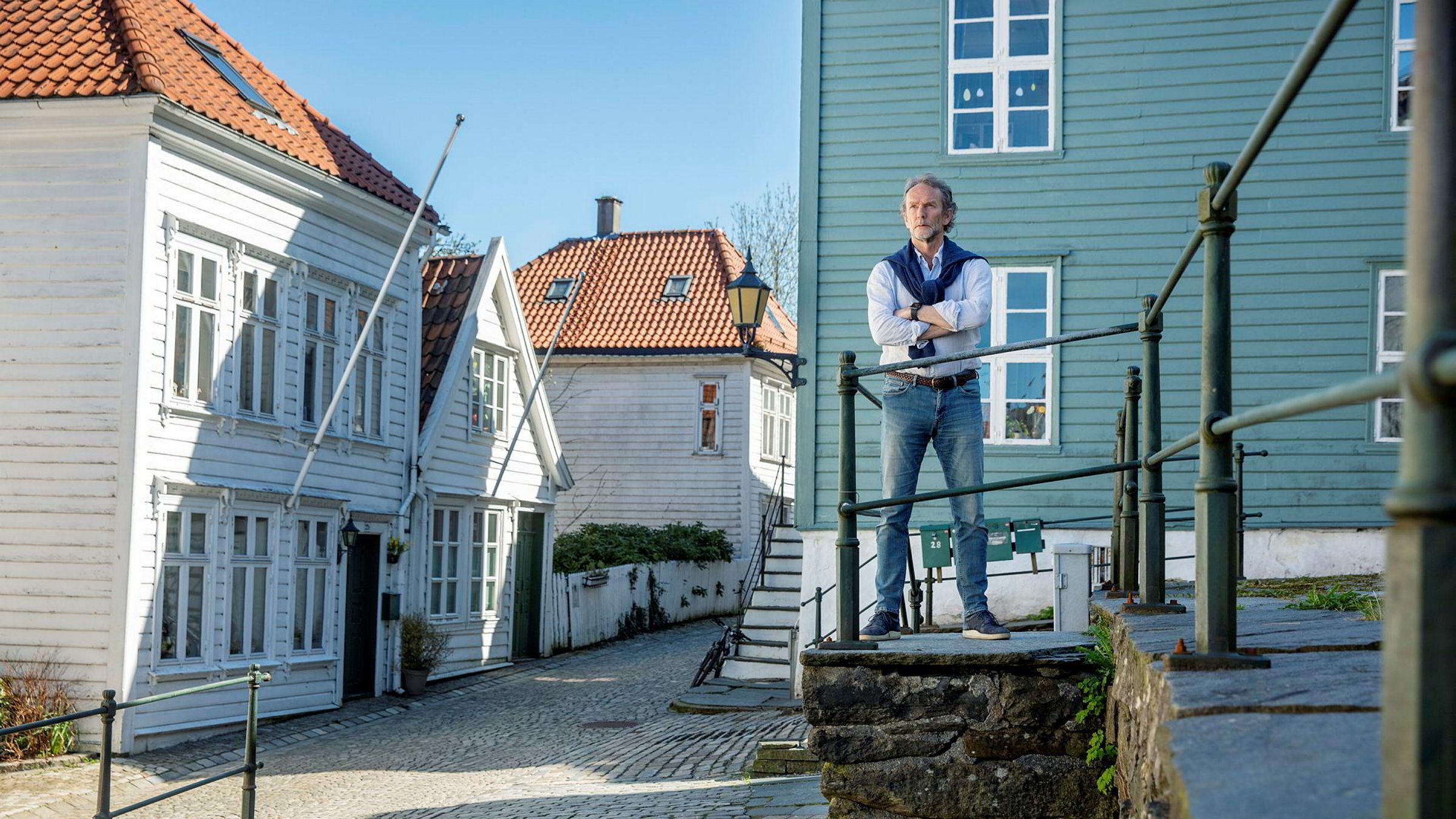 Harald Magnus Andreassen, sjeføkonom i Sparebank 1 Markets, tror koronakrisen kan bli det som tipper boligprisene på landsbasis.
