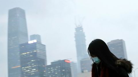Kinesiske myndigheter vil innføre byggeforbud for nye industriområder og tvangsstenge miljøverstinger. – De mener alvor. Folk dør og naturen lider, sier den norske investoren og rådgiveren Chris Rynning.