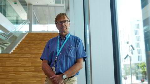 Geir Molvik i Cermaq vil gjerne ha nye ingredienser i laksefôret, men ikke for enhver pris.