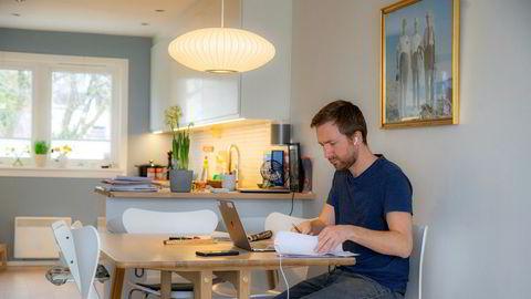 De politiske føringene er at syke og eldre skal bo hjemme lengst mulig og at pårørende og familiene forventes å hjelpe til mer. Det må arbeidslivet i tilfelle ta inn over seg, skriver innleggsforfatteren.