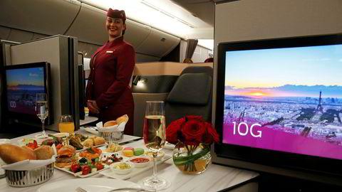 Qatar Airways viser frem sine seter for business class på en Boeing 777. Det måtte en pandemi til for å avvenne vonde vaner, skriver artikkelforfatteren.