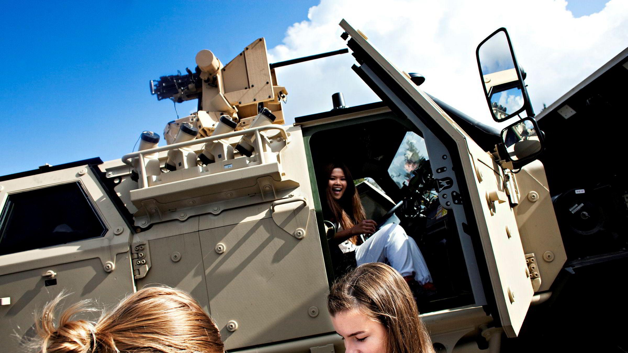 Arbeidet med å få flere kvinner i Forsvaret er ikke godt nok, skriver Berit Svendsen. Her er elever fra videregående skole på aktivitetsdag på Sessvollmoen i 2011.
