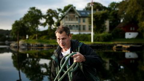 Laksegründer Ola Braanaas i Firda Seafood mener det er fullstendig uakseptabelt at alle oppdretterne på Nordvestlandet må redusere produksjonen.