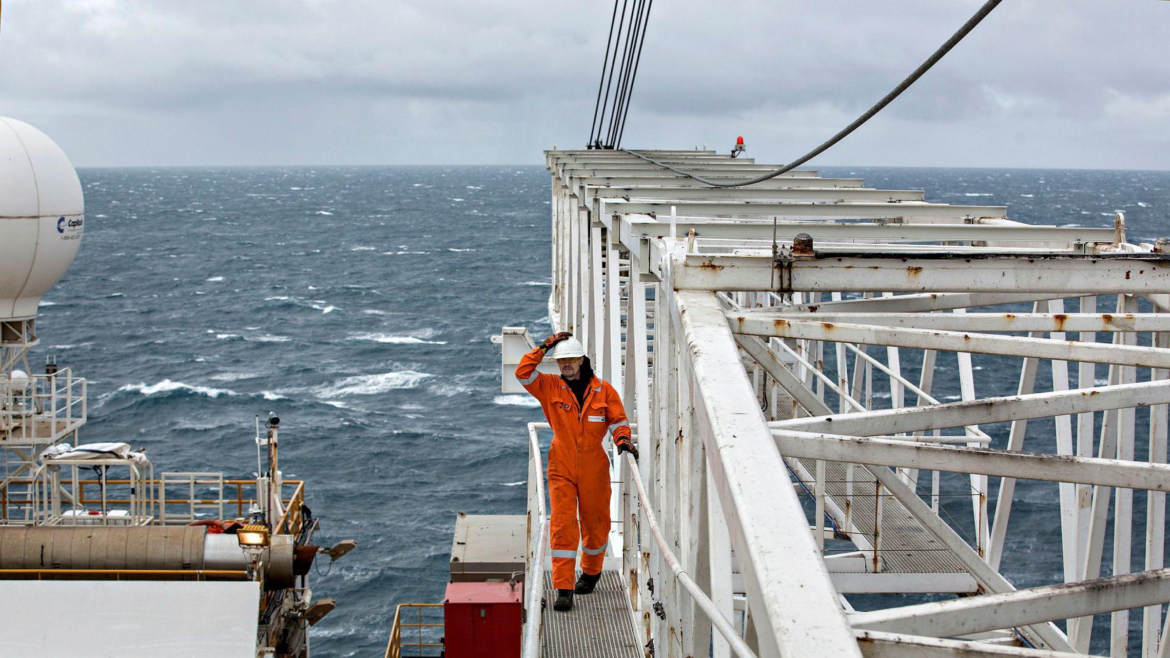 Forvaltningsplanen for Barentshavet revideres. Forskerne fra instituttet Norce presiserer at de ikke fremholder at Norsk Polarinistutt er blitt instruert i denne prosessen. Riggen Leiv Eiriksson driver her avgrensningsboring for Lundin på Altafunnet i Barentshavet i 2016.
