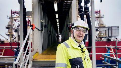 Olje- og energiminister Kjell-Børge Freiberg fikk mandag overlevert planene for delvis elektrifisering av Sleipner feltsenter. En kabel skal legges fra Johan Sverdrup-feltet der Freiberg er fotografert.
