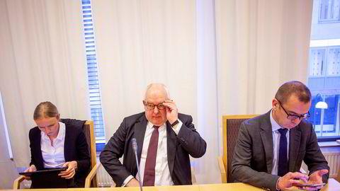 Polaris har saksøkt sin gamle advokat, Trond Vernegg og advokatfirmaet Arntzen de Besche, for dårlige råd. Her fra tingrettsbehandlingen av saken. Fra venstre: advokatfullmektig Åse Kveine Strand fra Bahr, advokat Trond Vernegg fra Arntzen de Besche og ledende partner Håvard Sandnes i Arntzen de Besche.