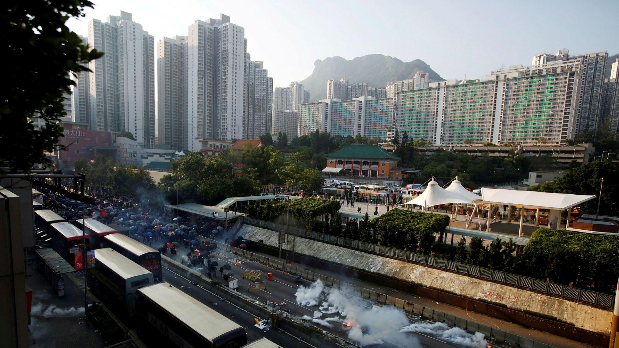 Både Representantenes hus og Senatet i USA har vedtatt et lovforslag som støtter menneskerettigheter og demokrati i Hongkong.