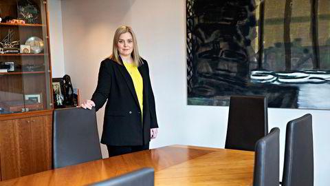 Tina Bru (H) varsler et nytt årlig møte med Equinor for å få bedre kontroll med selskapets USA-virksomhet, og sier at hun som eier skal stille flere kritiske spørsmål i eiermøtene fremover.