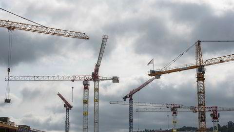 Byggebransjen står for 40 prosent av alle utslipp i Norge, men er i endring. Markedet for brukte byggematerialer er fortsatt i oppstartsfasen, skriver artikkelforfatterne.