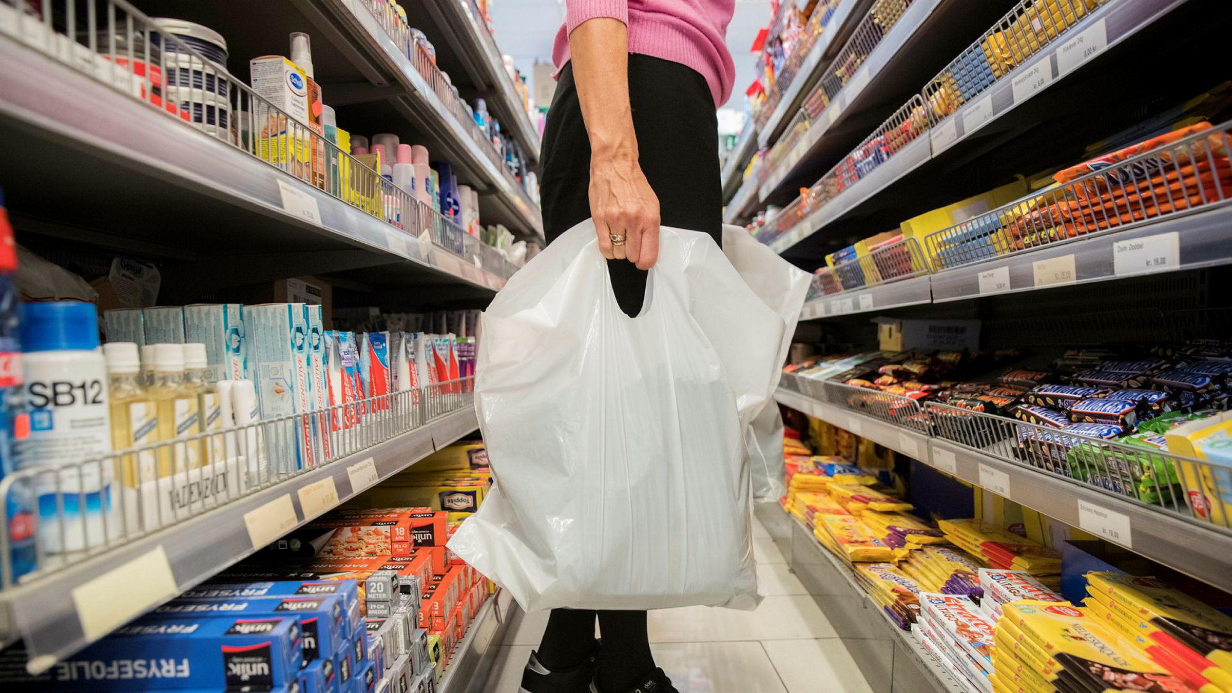 Handelsnæringen innfører miljøavgift på plastposer