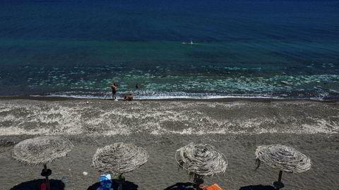 Santorini, Hellas tidligere denne uken. Hellas er et av mange land som nå åpner opp for turister. Også nordmenn kan reise hit, men da må de i ti dagers karantene når de kommer hjem igjen til Norge.