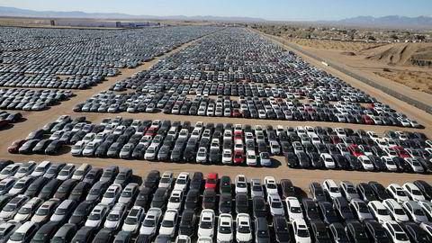 Ser vi starten på en etterlengtet disrupsjon i energisektoren? Globale aktører som Audi og Bosch satser på syntetisk drivstoff, utviklet av plastavfall eller CO2. Bildet er tatt tidligere i år på en bilkirkegård i California.