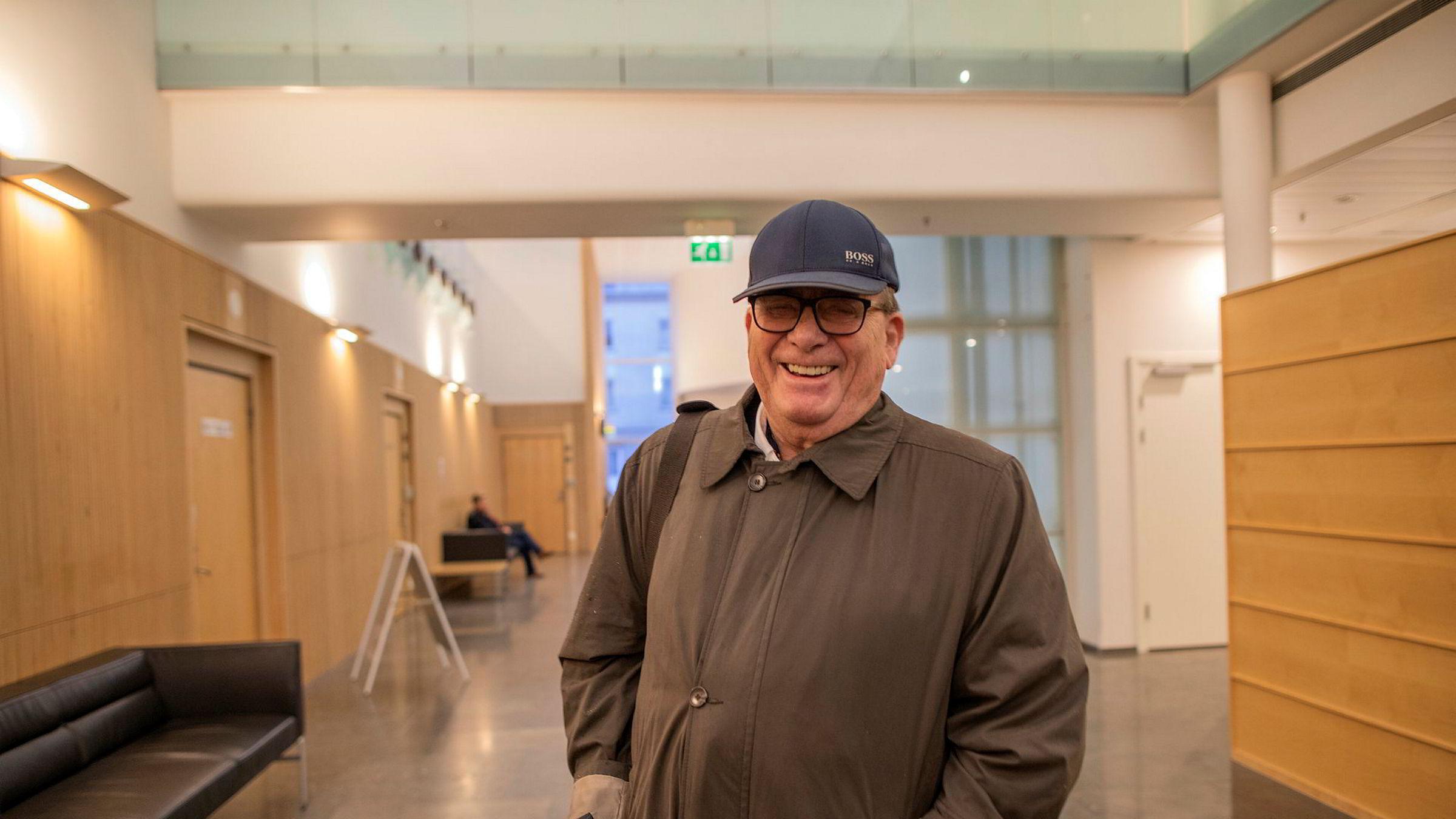 Til tross for en rekke konkursbegjæringer, mener Tore Hansen-Tangen han hadde en gledens dag i retten mandag. For nå garanterer han at millionene vil rulle inn i teknologiselskapene hans i Kristiansand.