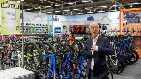 Konsernsjef Pål Wibe i XXL forteller at selskapet selger spesielt mye sykler for tiden.