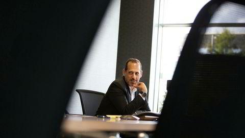 Seadrills konsernsjef Anton Dibowitz brukte morgentimene på kontoret i London til å ringe selskapets kunder for å orientere om beslutningen om å søke konkursbeskyttelse i Texas.