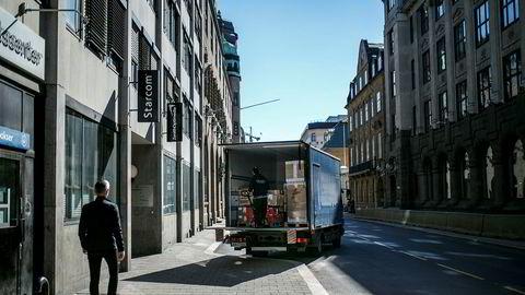 Kontrakter om levering av varer eller tjenester har typisk frister for levering. Ved lange forsinkelser kan den som blir rammet få rett til å heve kontrakten og helt eller delvis avslutte samarbeidet.