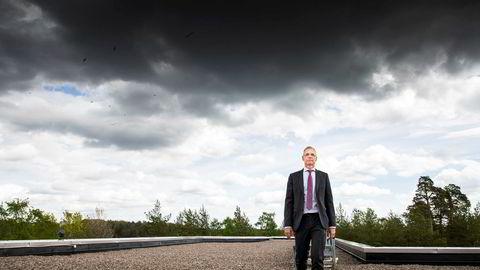 SAS-sjef Rickard Gustafson lover å snu raskt om hvis koronaviruset slås ned tidligere enn ventet og folk begynner å fly igjen. Og fortsatt med skandinaviske ansatte. Her fra hovedkontoret i Stockholm.