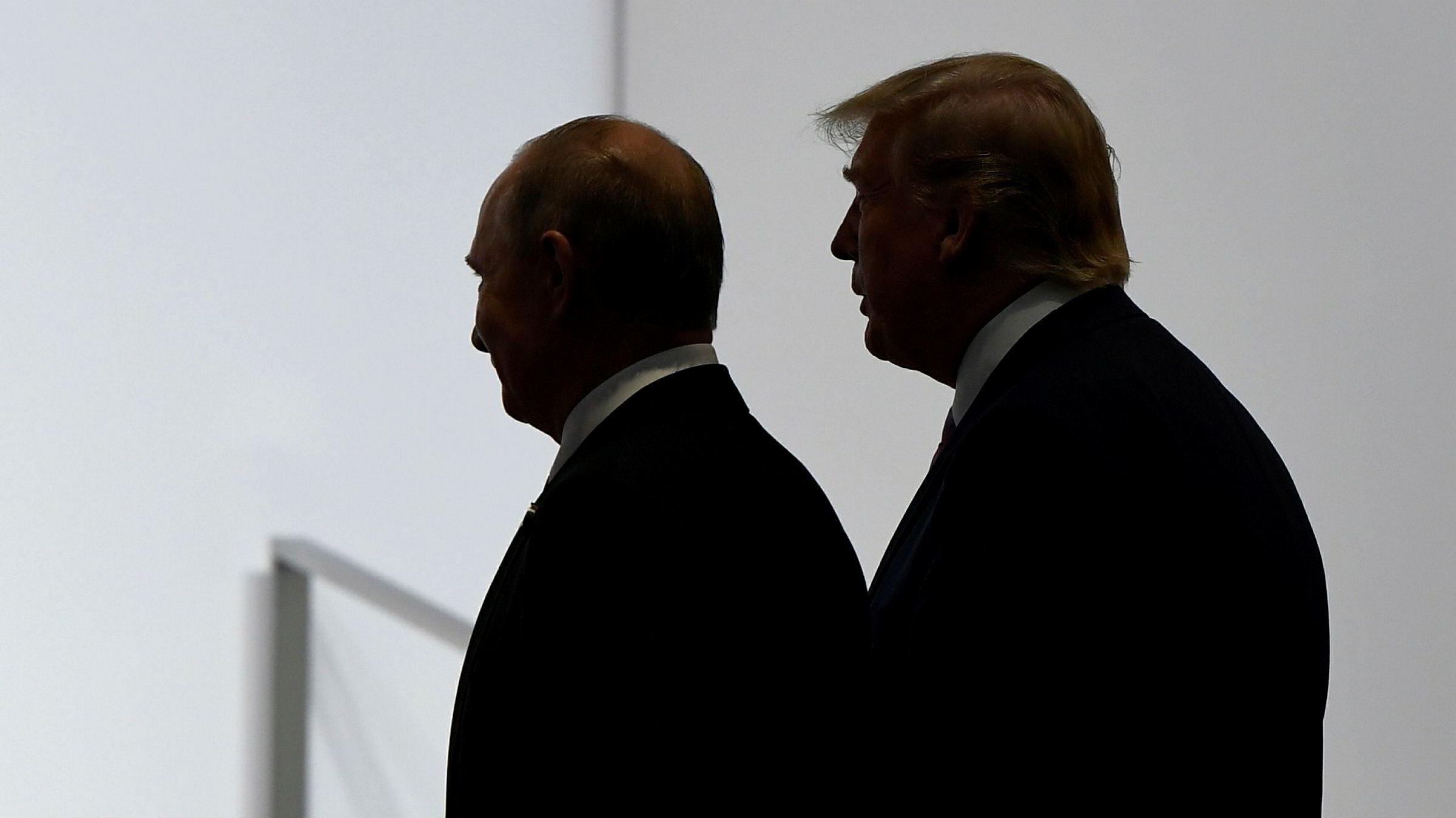 President Donald Trumps regjering varslet torsdag at USA vil trekke seg fra Open Skies-avtalen, som de beskylder Russland for å bryte. Her er Trump fotografert sammen med Russlands president Vladimir Putin .