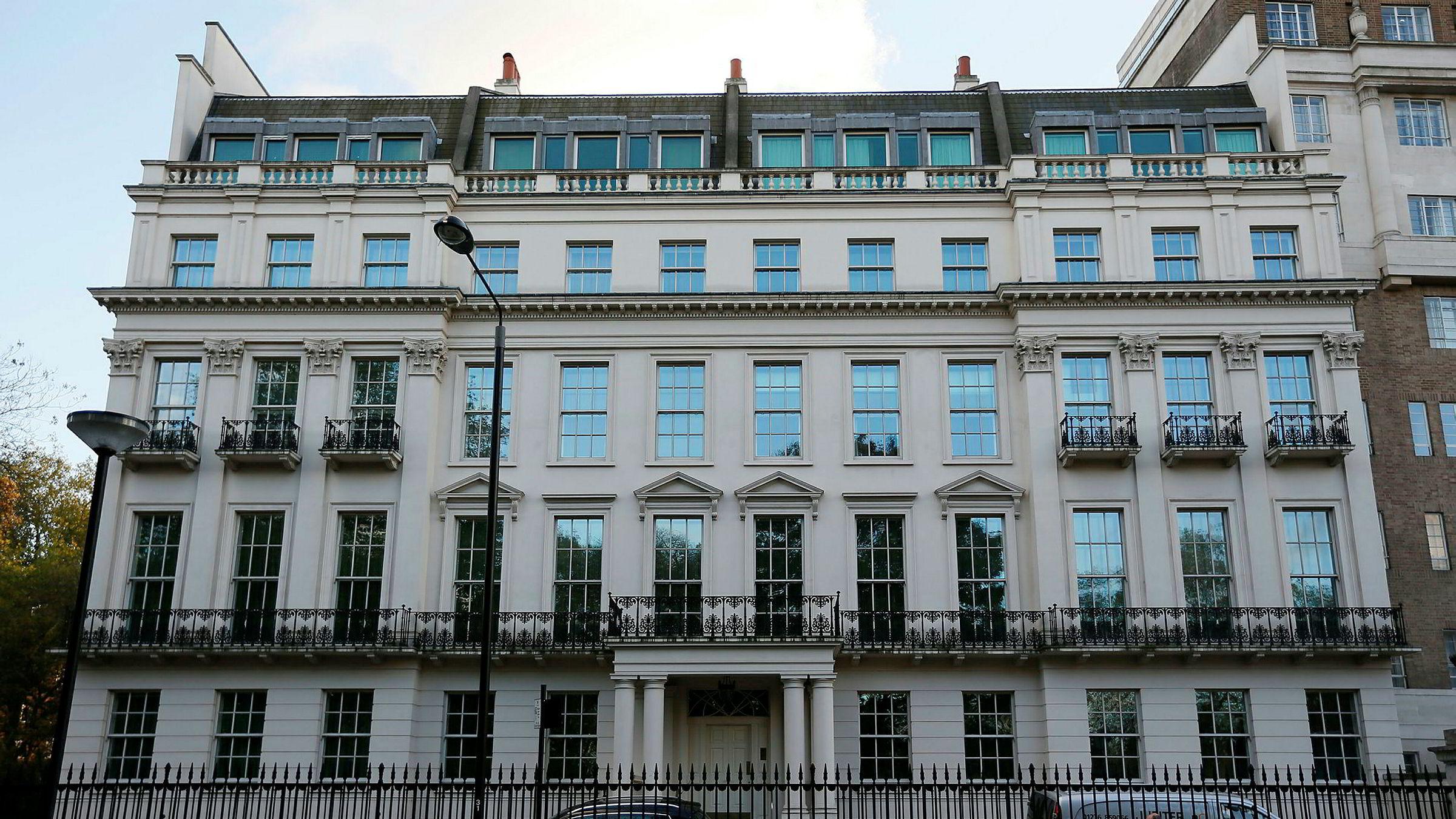 Eiere av luksusboliger i London må nå oppgi hvem som er den reelle eieren. Denne luksusboligen med 45 soverom i Knightsbridge tilhørte Libanons tidligere statsminister Rafik al-Hariri, og den er verdt tre-fire milliarder kroner.