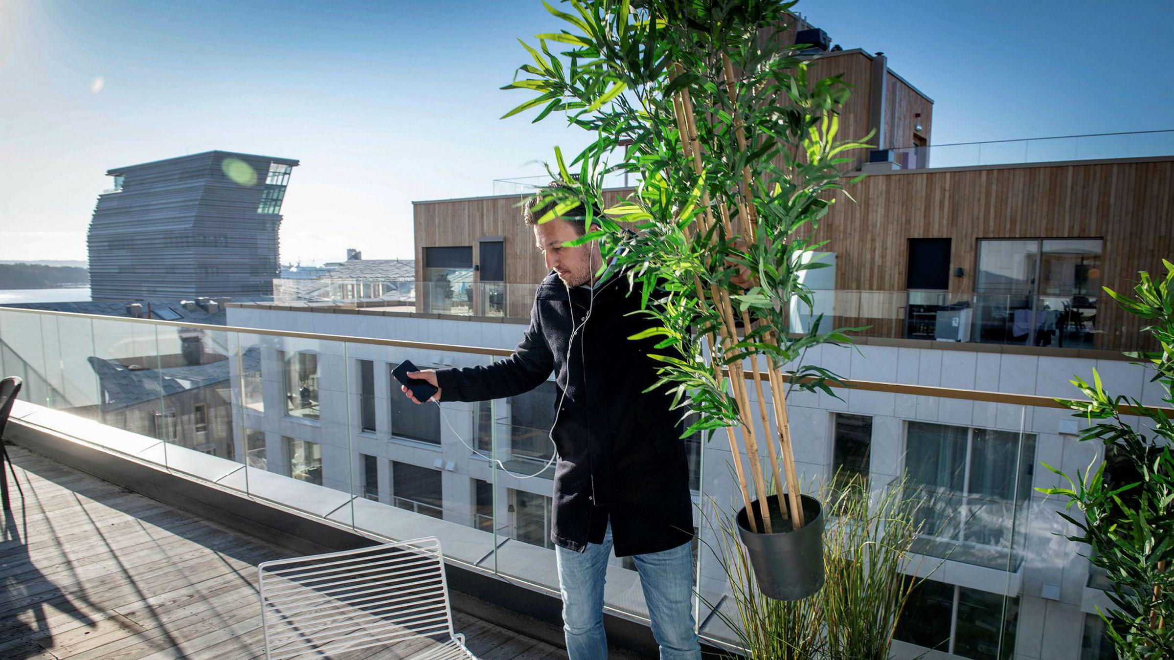 – Vi har hatt godt besøkte visninger i januar og februar. Folk er veldig fornuftige og går på mange visninger før de tar en endelig beslutning, sier eiendomsmegler Hans Houeland. Søndag har han visning på en 96 kvadratmeter stor leilighet i Bjørvika i Oslo.