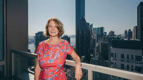 Mona Juul ble kalt hjem til Norge fra New York, men skulle ikke ha noen fysiske møter i Utenriksdepartementet. Her er hun på terrassen til representasjonsboligen på Manhattan.