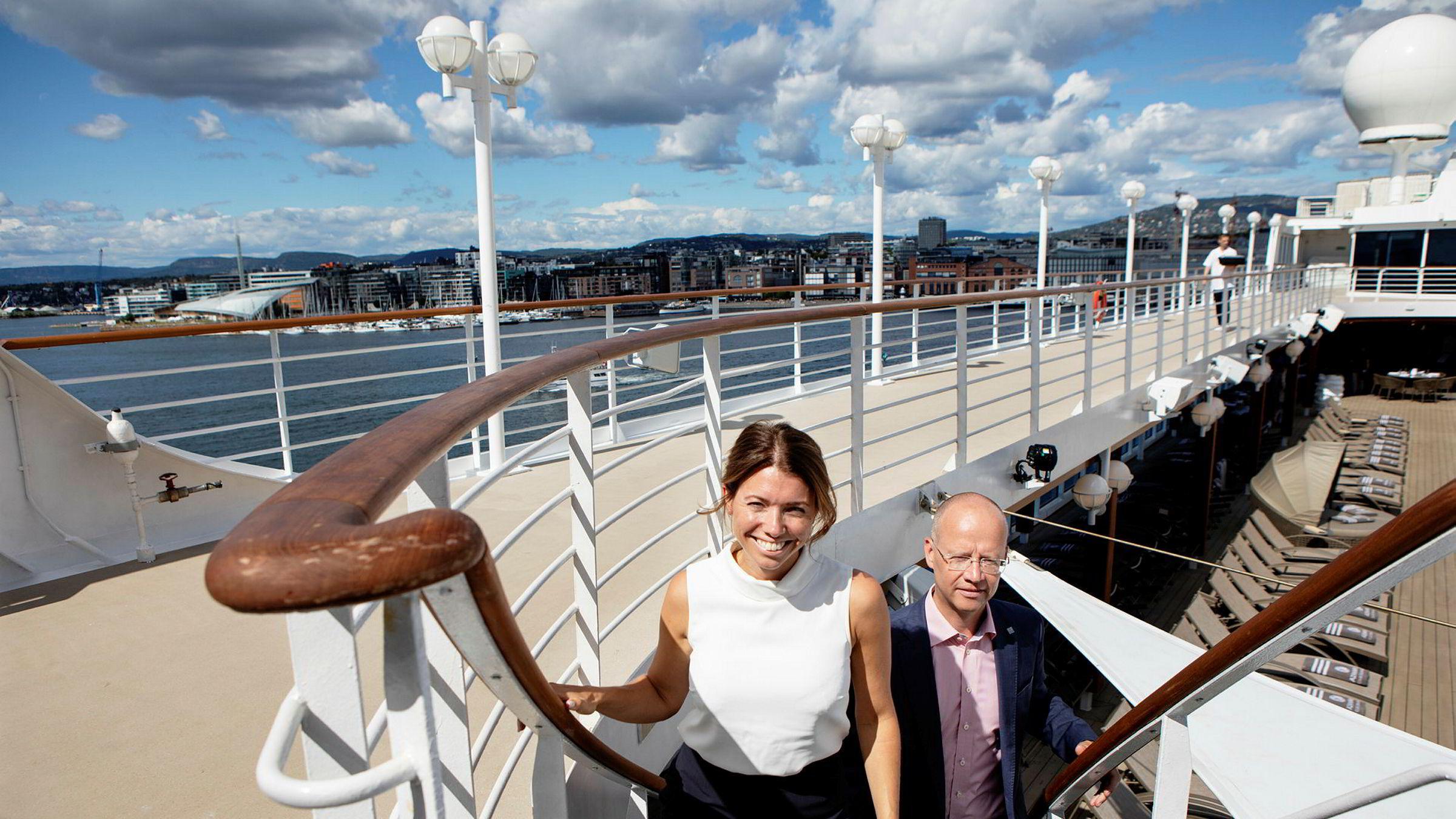RCL-topp Julie Ødegaard og havnedirektør Ingvar Meyer Mathisen om bord på cruiseskipet «Azamara Pursuit» som ankom Oslo havn fredag.