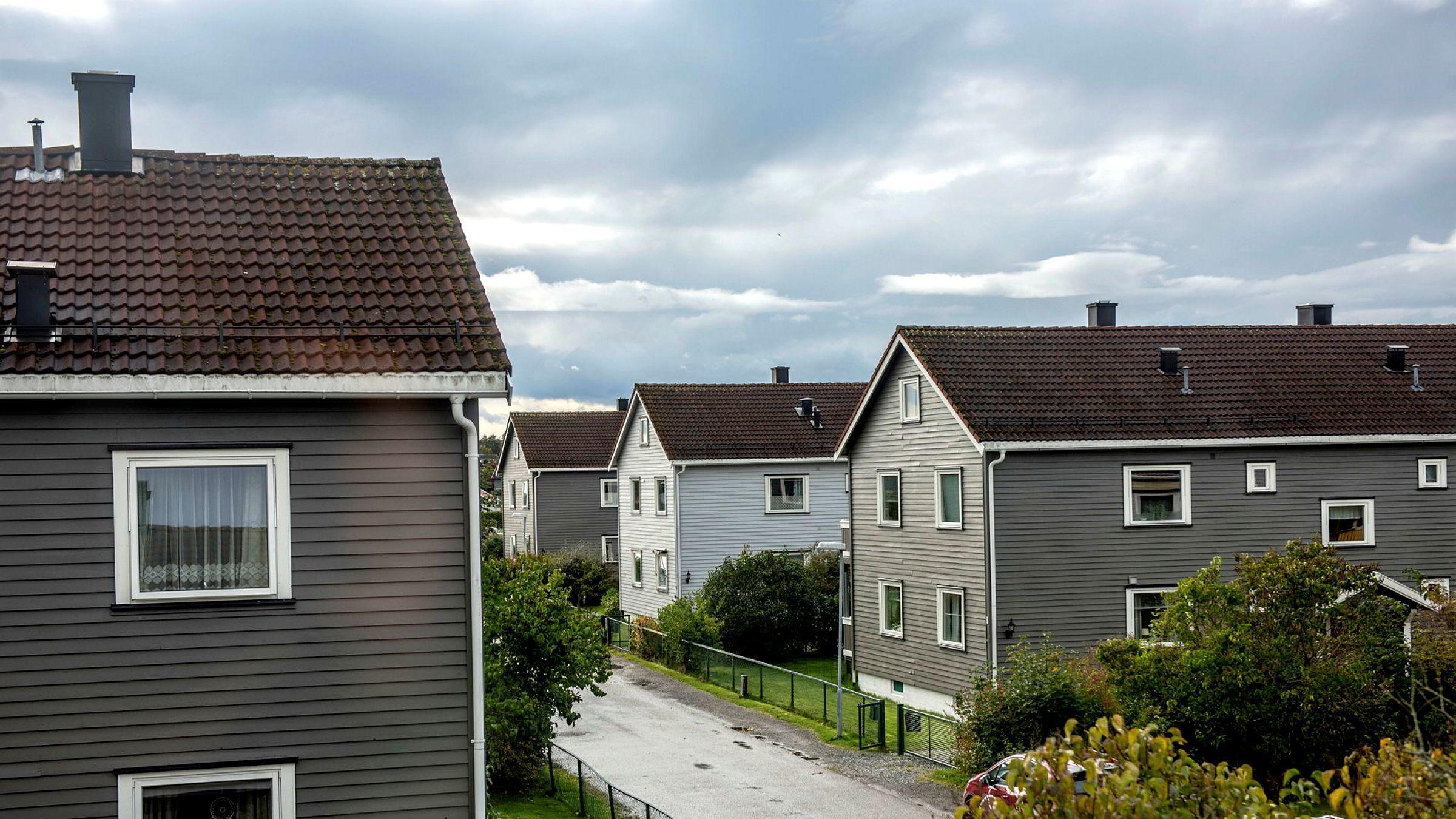 Kjøp av bolig er mange nordmenns viktigste investering, men mange har høyere rente på sine boliglån enn det de kunne ha forhandlet frem. Her fra et boligområde i Moss. Foto: Fartein Rudjord
