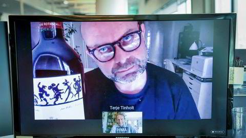 Lystig videomøte mellom eiendomsinvestor Terje Tinholt og sjeføkonom Harald Magnus Andreassen torsdag ettermiddag. Om et snaut år blir det klart hvem som vinner den eksklusive rødvinen, en Mouton-Rothschild 2016.