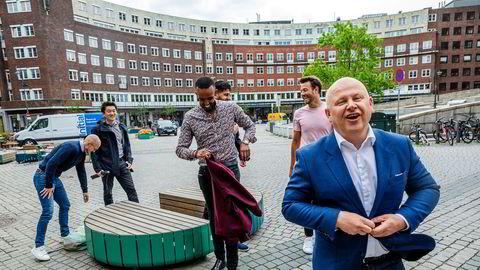 Jan Søby Oftedal (fra venstre), Jørn Skogsrud, Shafi Adan, Anders Gill, Arne Kvale og Bård Schumann starter et selskap som skal forenkle boligsalg.
