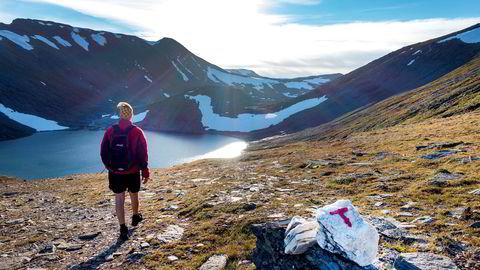 Norge har verdens beste mobilnett. (...) At så er tilfelle, fikk vi illustrert i sommer da en kanadisk turist som var alene i fjellet, falt ned i en bresprekk og ble sittende bom fast. Men han hadde jo mobilen og ringte 112, skriver innleggsforfatteren.